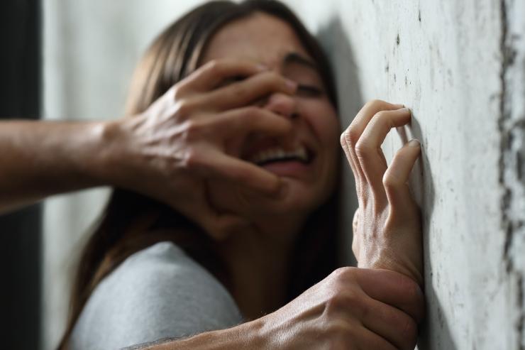 Seksuaalvägivalla kriisiabikeskustesse pöördujate arv kasvab sadadesse