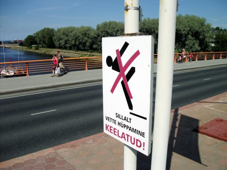 Pirita sillalt on jõkke hüppamine on keelatud!
