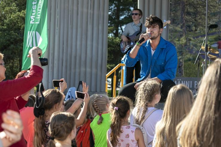 VAATA FOTOSID: Mustamäel algas september Stefani kontserdiga