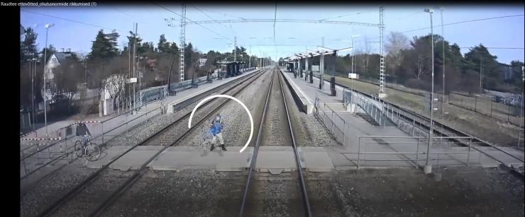 VIDEO NAPPIDEST PÄÄSEMISTEST! Elroni juhatuse esimees: napilt üle raudtee lipsamised on sagenenud