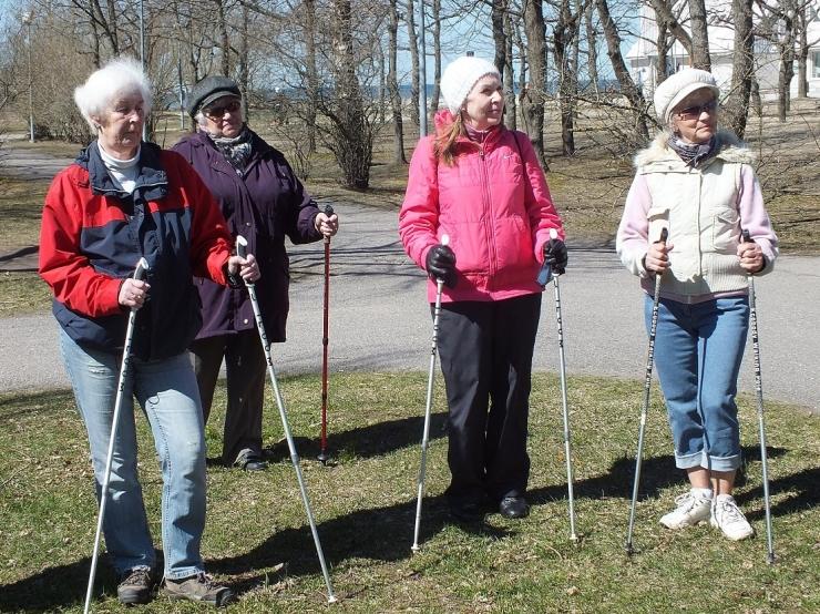 Põhja-Tallinnas saab osaleda tasuta kepikõnni treeningutel