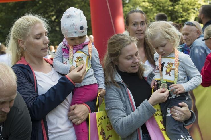 GALERII: Hirvepargis jooksid lapsed Mesikäpa jooksul