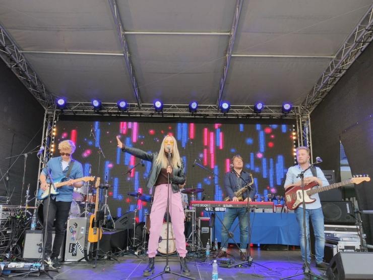 VIDEO: Liis Lemsalu laulis Vabaduse platsil spordisõpradele