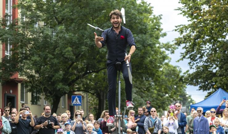 FOTOD: Uue Maailma festivali külastajad sõid ära 130 kilogrammi kaaluva rekordkohukese
