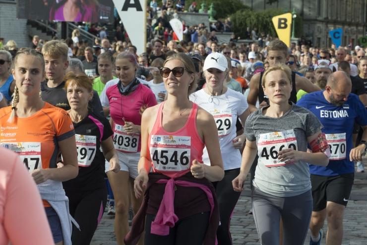 VAATA VIDEOT JA PILTE: Tallinna Sügisjooksu 10 km distantsi võitsid Vadyl Koval ja Liina Tšernov