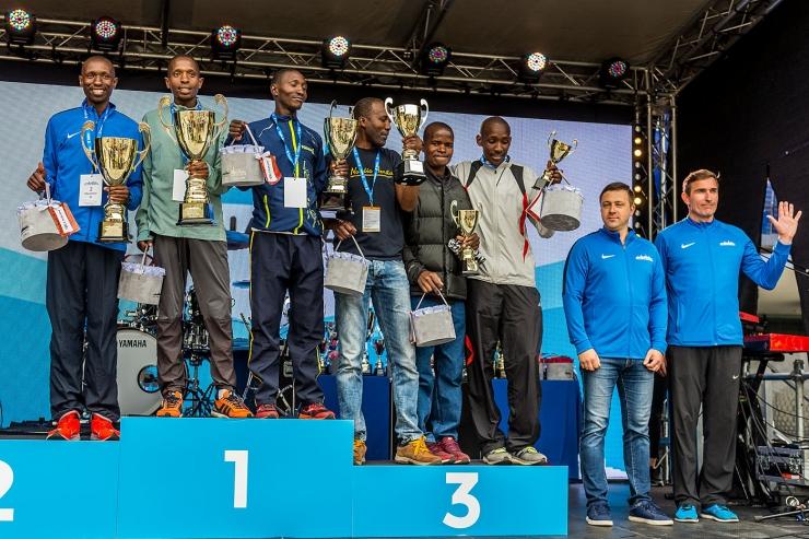 FOTOD! Vaata Tallinna Maratoni parimate osalejate autasustamist