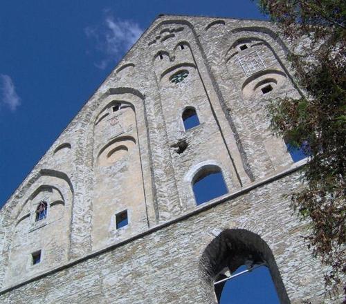 Pirita kloostri varemetele püsikatust ei ehitata