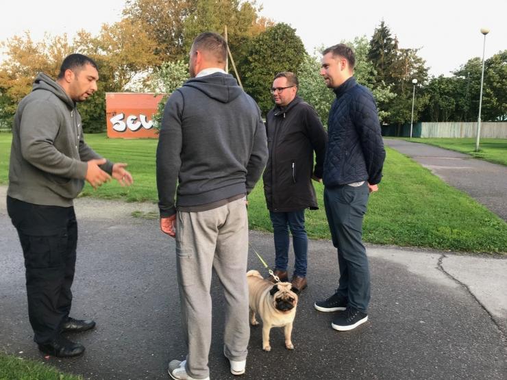 Haabersti linnaosavalitsus üllatas koeraomanikke varahommikuse kontrollkäiguga