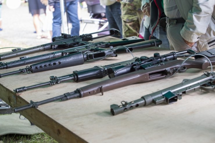 Helme ei näe relvadega poseerivates noortes ohumärki