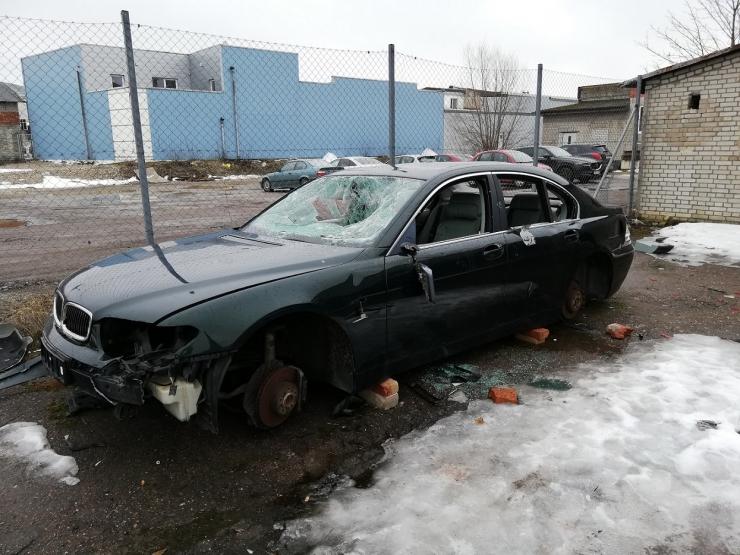 Põhja-Tallinna tänavatelt viidi minema poolsada romusõidukit