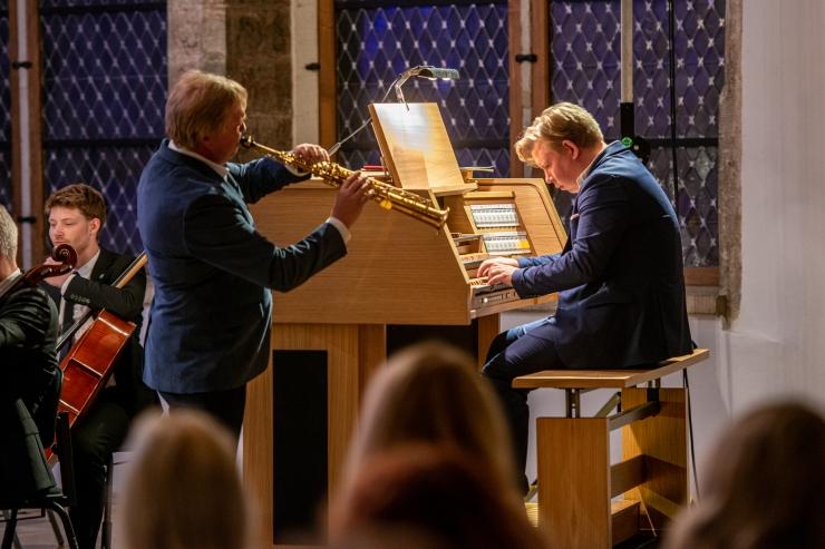 GALERII: Tallinna Kammerorkester katsetas Mustpeade maja virtuaalset vileorelit
