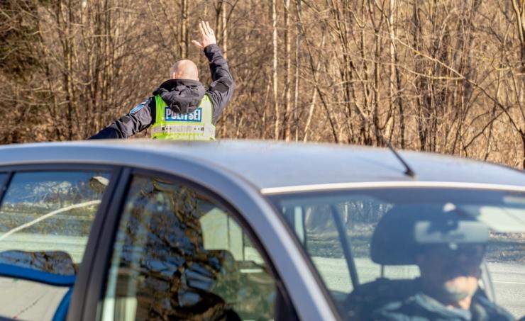 Tallinna-Rapla teel saavad kiiruseületajad valida trahvi ja rahunemispeatuse vahel
