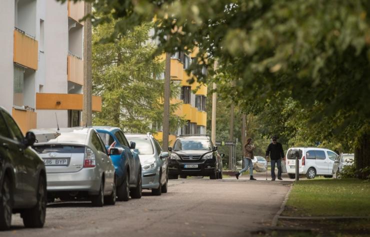 Mupo juht: kõnniteel parkimine võib teed lõhkuda