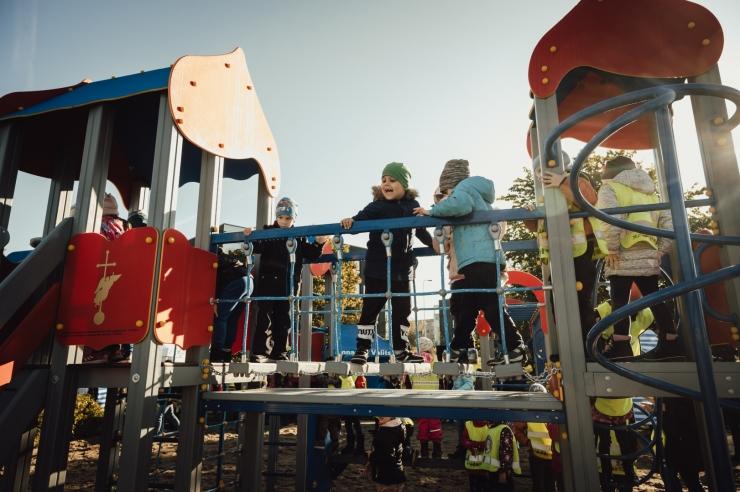FOTOD! Peterburi kinkis Tallinnale juubeli puhul laste mänguväljaku