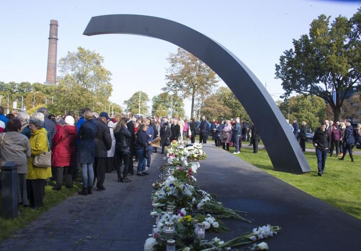GALERIID: Mälestusteenistusega tähistati parvlaeva Estonia huku 25. aastapäeva