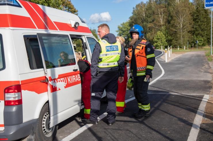 Tallinna lauluväljakul hukkus vastu posti sõitnud jalgrattur