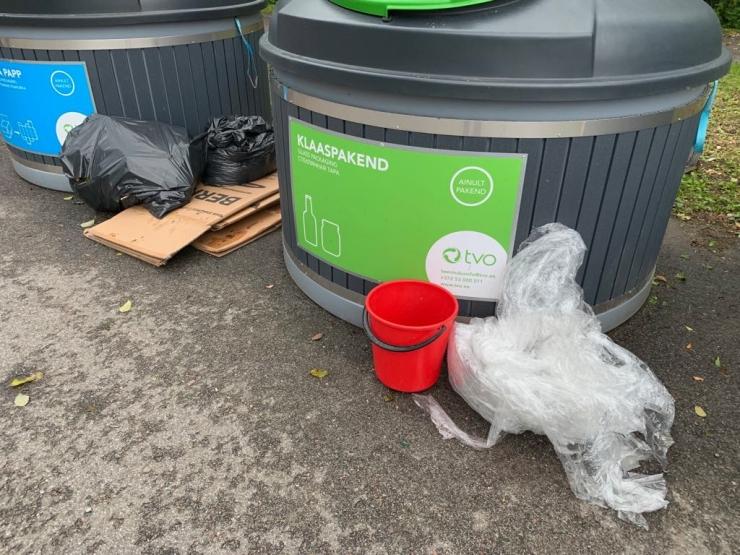 Pirita hoiatab jäätmete konteinerite kõrvale panijaid trahviga