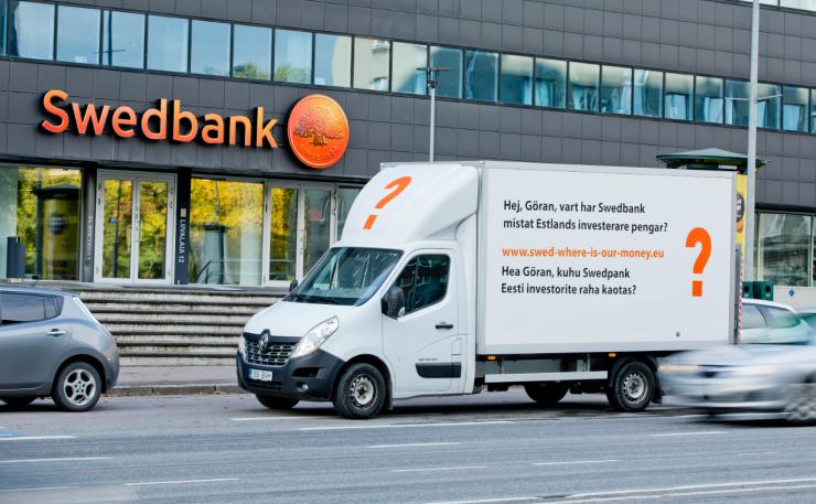 Raha kaotanud Eesti investorid survestavad Swedbanki