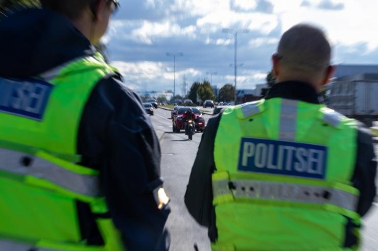 Politseinikud kasutasid sõiduki peatamiseks tulirelva