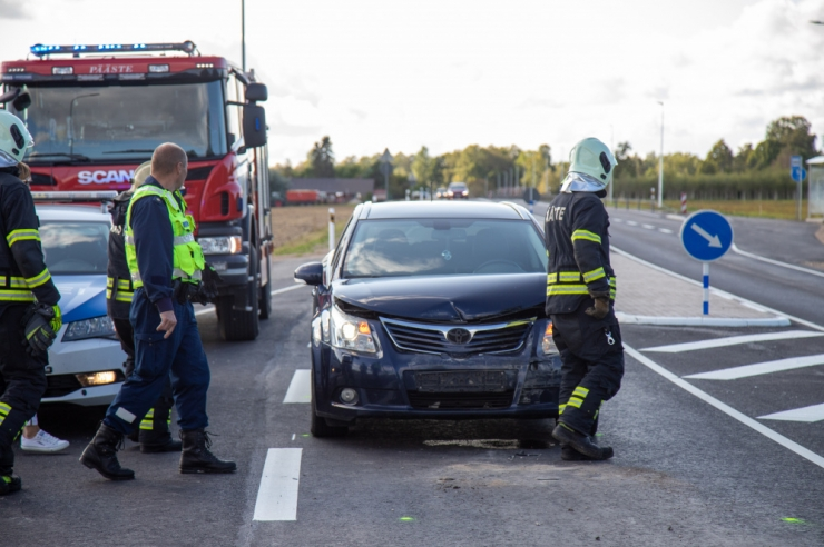 Paljud autojuhid ei tea siiani, kas juhiluba tuleb sõitma minnes kaasas võtta