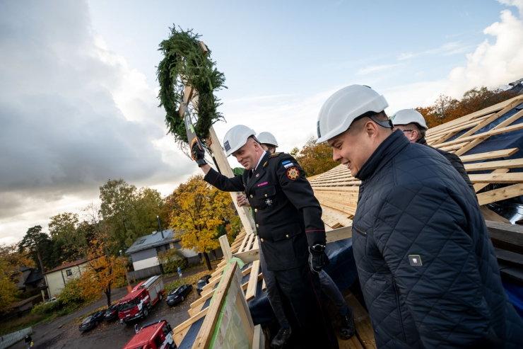 FOTOD: Nõmme uus päästehoone pidas sarikapidu