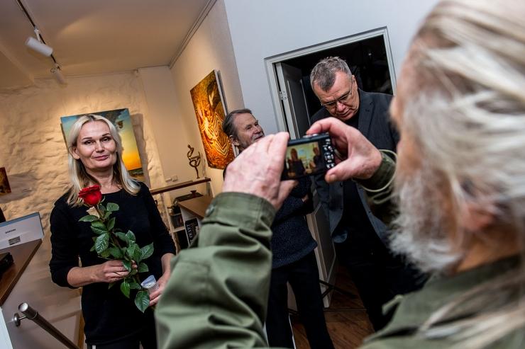 VAATA FOTOSID! Haus Galeriis avati Eesti Maalikunstnike Liidu aktimaali näitus