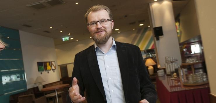 KRAANID KAHEST KINNI: Tallinn seab alkoholimüügile senisest suuremad piirangud