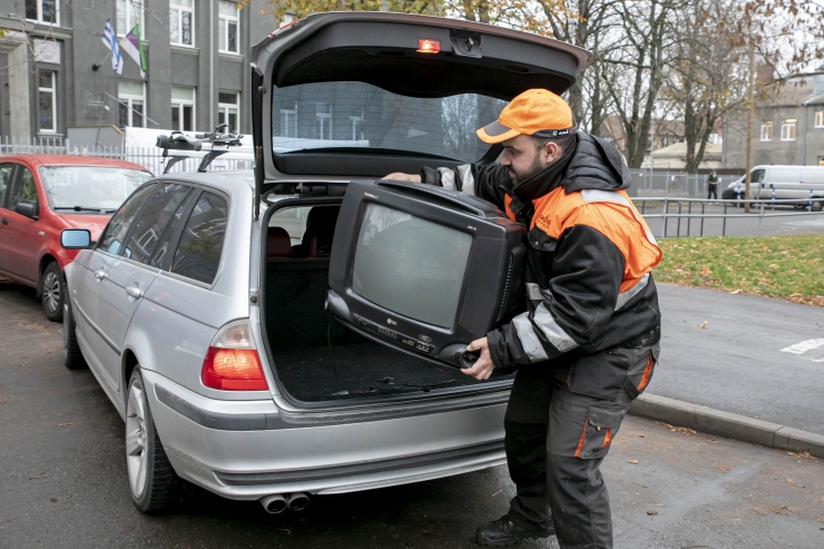 VIDEO JA FOTOD: Tallinnas saab tasuta ära anda ohtlikke jäätmeid