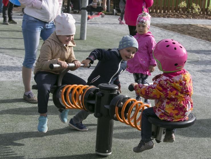 VIDEO! Tallinn loob mänguväljakutele tegelusvõimalused erivajadustega lastele