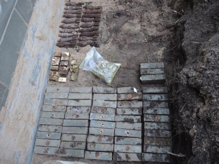 Ehitajad viskasid pinnases olnud lõhkeaine klotsid teadmatusest laiali
