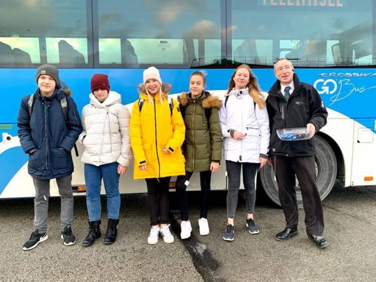 Go Bus: kutsume jalakäijaid üles helkureid kasutama
