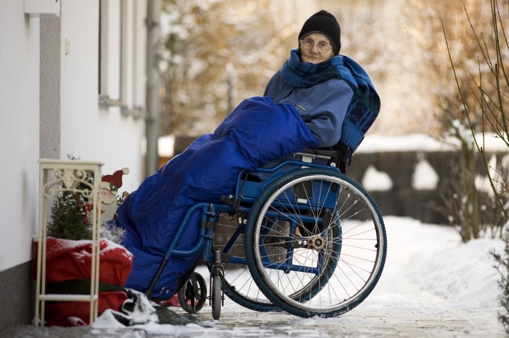 6 nõuannet sügis-talvisel ajal abivahendiga õues liikujale