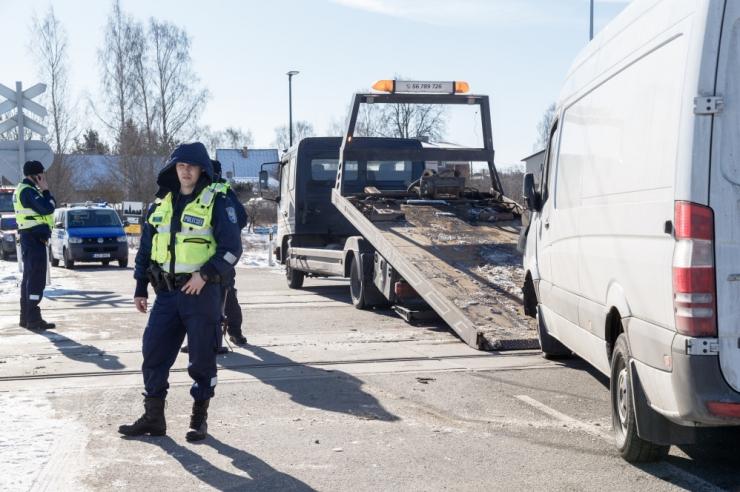 Pärnumaal hukkus veoki ja sõiduauto kokkupõrkes 63-aastane mees