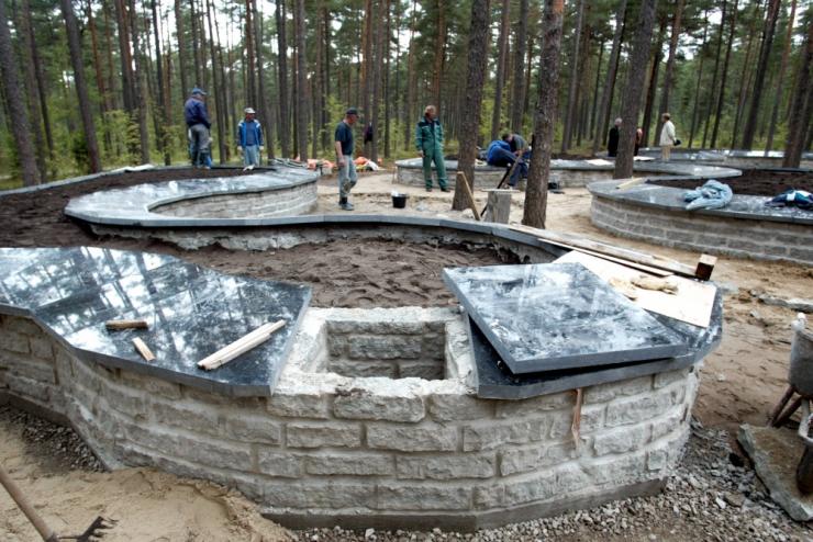 Siselinna kalmistu urnimüüri ehitus lükkub edasi
