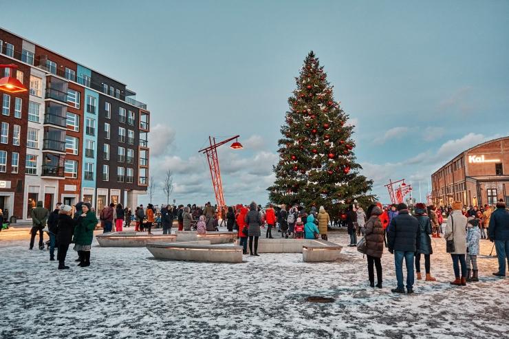 GALERII! Noblessneris tähistati esimest adventi ja süüdati tuled suurejoonelisel jõulupuul
