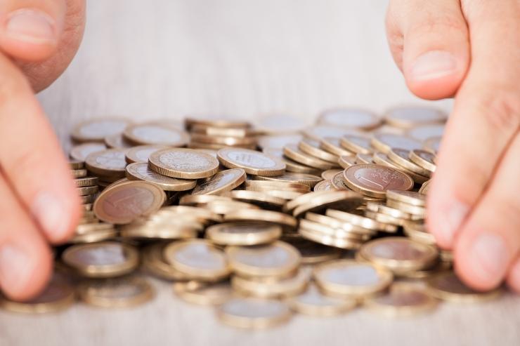 Uuring: eestlane kogub raha reisimiseks ja ellujäämiseks
