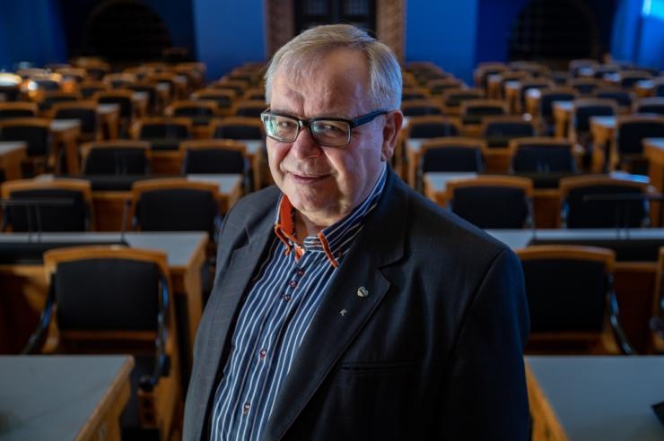 """Aadu Must: eestikeelse õppe kaitsmine ei tohi muutuda kõrghariduse """"keskkoolistamiseks"""""""