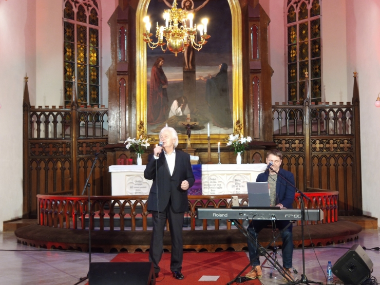 VAATA VIDEOT! Jaani kirikus esines tasuta kontserdiga Ivo Linna