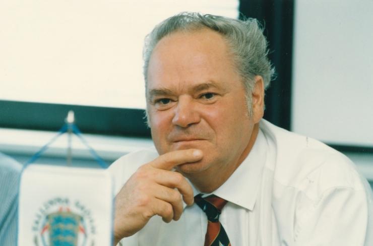 Suri endine transpordi- ja sideminister Enn Sarap