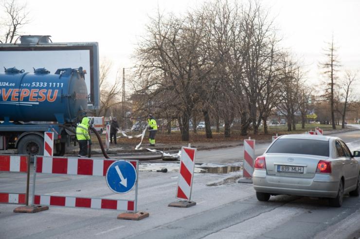 Veeavarii piirab Endla tänaval liiklust