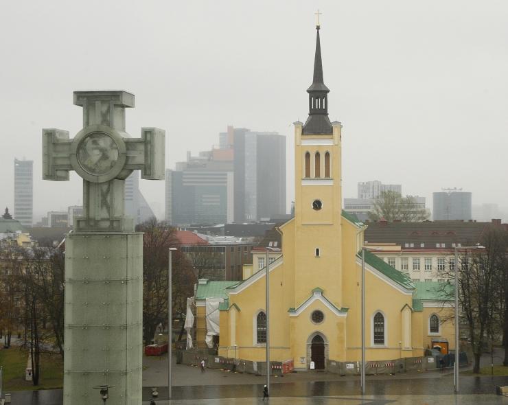 VIDEO: Jaani kiriku tornikiiver vabanes tellingutest