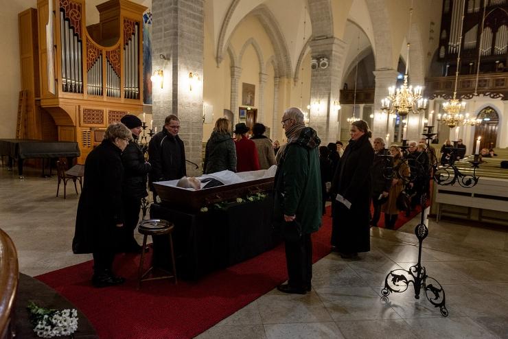 FOTOD! Hüvastijätt Mati Hindiga Tallinnas Jaani kirikus