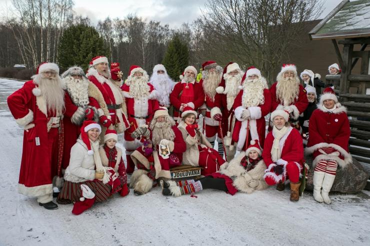 FOTOD JA VIDEO! Jõuluvanad saabusid loomaaeda kingitustega suurematele ja väiksematele loomaaia elanikele