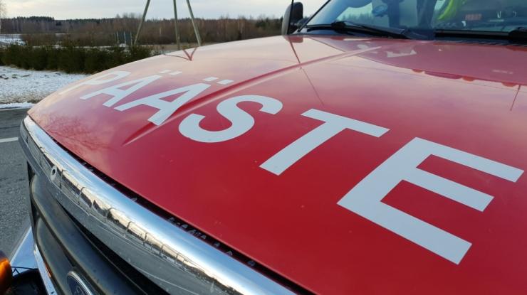 67 inimesega reisibuss sõitis maanteelt välja