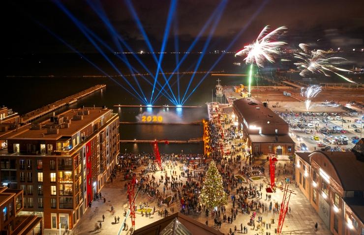 FOTOD JA VIDEO! Põhja-Tallinn võttis uut aastat vastu mürtsuvaba ilutulestikuga