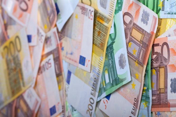 Kelmid petsid eakalt mehelt välja üle 12 000 euro