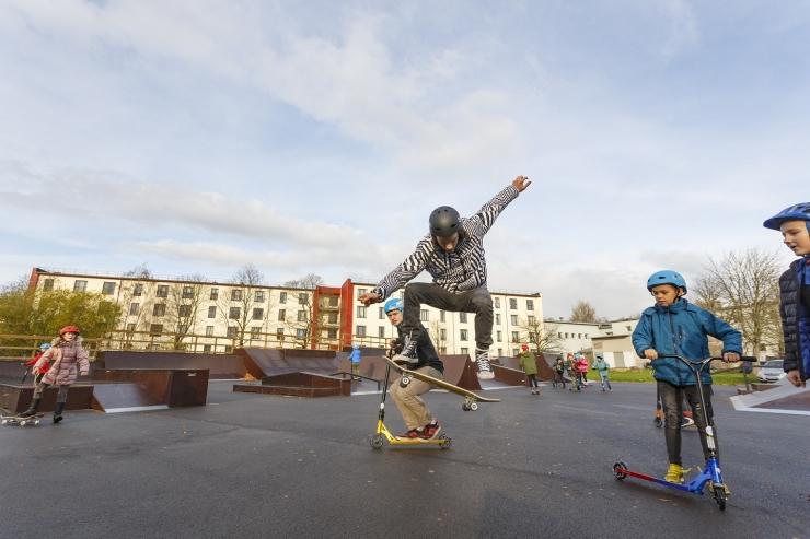 Põhja-Tallinna lapsed õppisid valitsema tõukerattaid