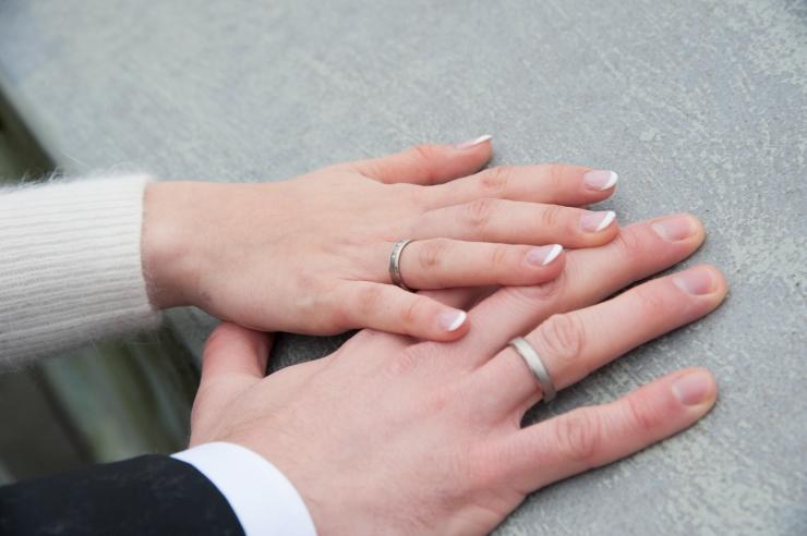 Uuring: abielu määratlemist mehe ja naise liiduna toetab 59 protsenti