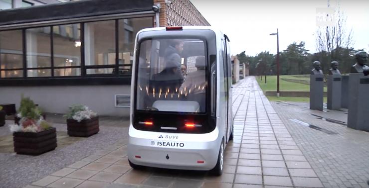 VIDEO! Keskkonnaminister tutvus TalTechis arendatava iseautoga