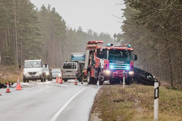 Ekspertiis: Saaremaa traagilise avarii põhjustaja joobeks oli 1,82 promilli
